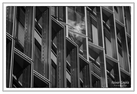 <b>Fensterfront</b><br>    ©Reiner Gruhle