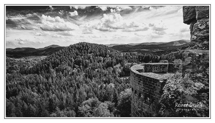 <b>Altdahn-Fernblick</b><br>Burg Altdahn (Pfalz)    ©Reiner Gruhle