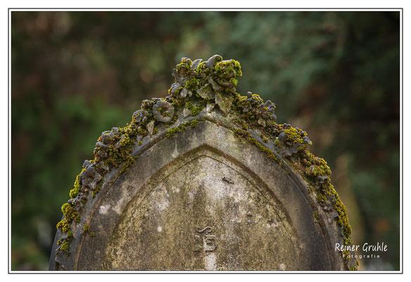 <b>Grabstein</b><br> Alter Jüdischer Friedhof Frankfurt   ©Reiner Gruhle