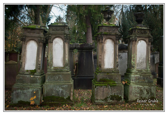 <b>Monumental</b><br> Alter Jüdischer Friedhof Frankfurt   ©Reiner Gruhle