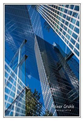 <b>Die Welt ist ... blau</b><br> Highlight Towers in München   ©Reiner Gruhle