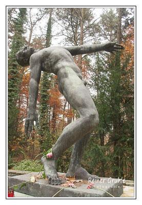 """<b>""""Der fallende Mann""""</b><br>    ©Reiner Gruhle"""