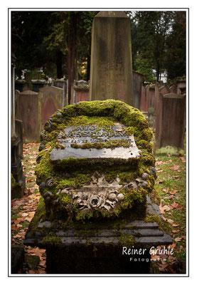 <b>August Wassermann</b><br> Alter Jüdischer Friedhof Frankfurt   ©Reiner Gruhle