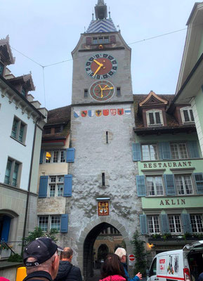 Kirche mit astronomischer Uhr