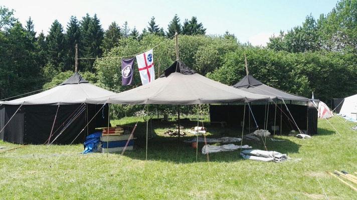 Die Nordbezirks-Jurtenburg - unser Wohnzimmer in diesem Lager