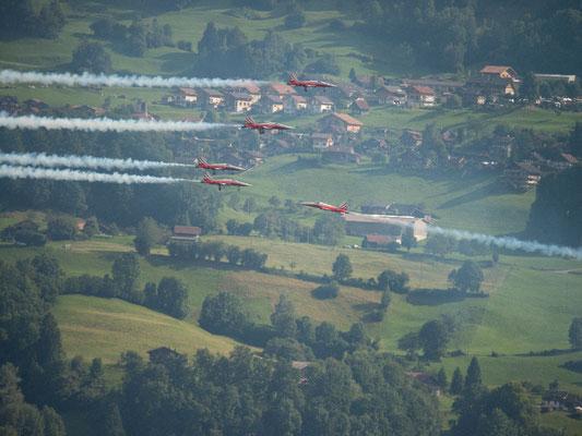 170729_1411_Patrouille Suisse über Spiez