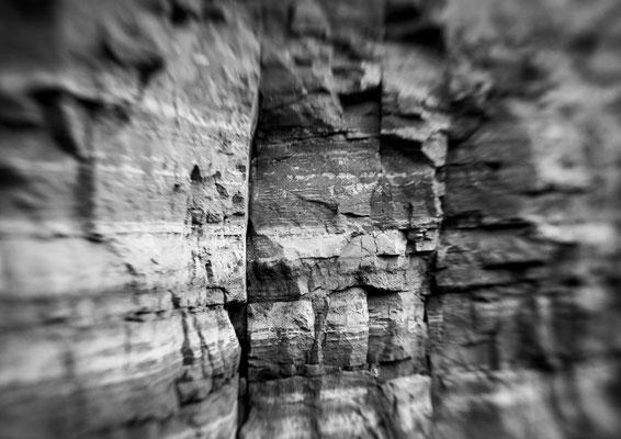 """""""Roter Felsen I""""  aus der Serie """"Grün Rot Weiß""""   45x30cm FineArt-Print auf AluDibond  280,-€      (limitierte Auflage)"""