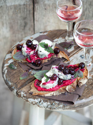 """Tartines""  -  Foodstyling Anne-Katrin Weber  -   erschienen in LIVING AT HOME 08/2018"