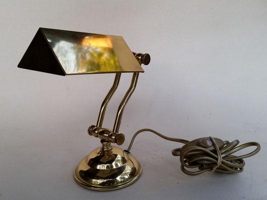 Lampe de bureau après
