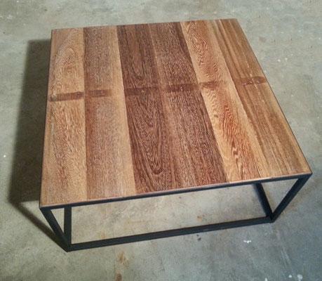 Création : table basse 80x80x40cm. Le plateau a été réalisé avec les planches d'un ancien ponton.