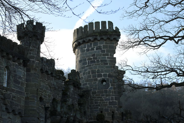 """""""Львиный"""" замок в Касселе строился уже в виде руин, чтобы казаться старше, Кассель, 2015"""