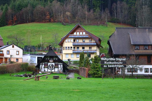 Самый большие в мире часы с кукушкой построены в Шварцвальде, Шонах, 2016