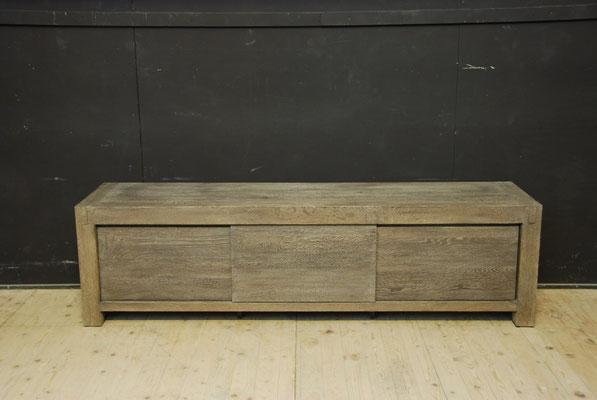 3.  tv meubel, strakke uitvoering