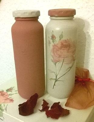 Flaschen mit Kreidefarbe und Serviettentechnik