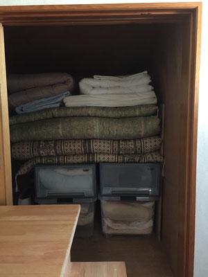 娘たちが帰省した時に使う部屋に寝具を異動して収納
