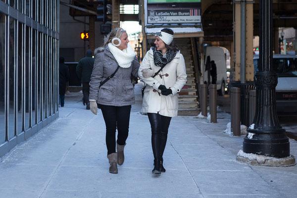 Fotoshooting mit Ellen mit Freundin in Chicago, Jackson Blvd.