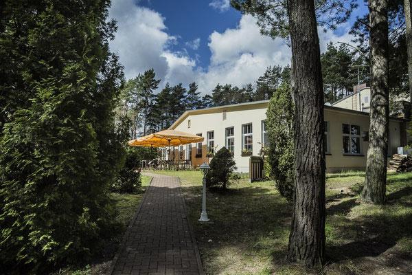 das idyllisch gelegen Inselhotel