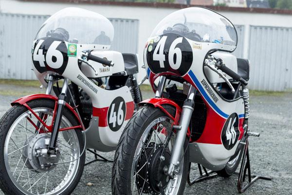 zwei Yamaha Oldtimer