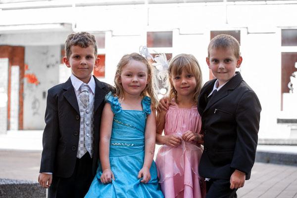 Fashionshooting einmal anders, Kinder in Festangskleidung auf dem Chemnitzer Brühl