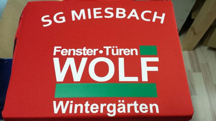 SG Miesbach Flexdruck mit Wolf Fenster - Türen Logo