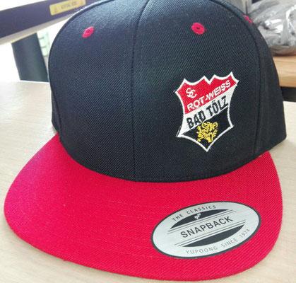 Flexfit Sapback Cap bestickt mit Vereinslogo Rot weiß Bad Tölz