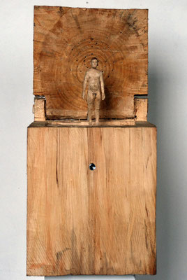 Kiste 17 - nackter Mann, Pappelholz bemalt, 2013
