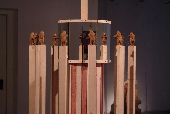 Karussel 12 Bärenmänner und eine Königin Mixed media 160x160x260cm, 2012