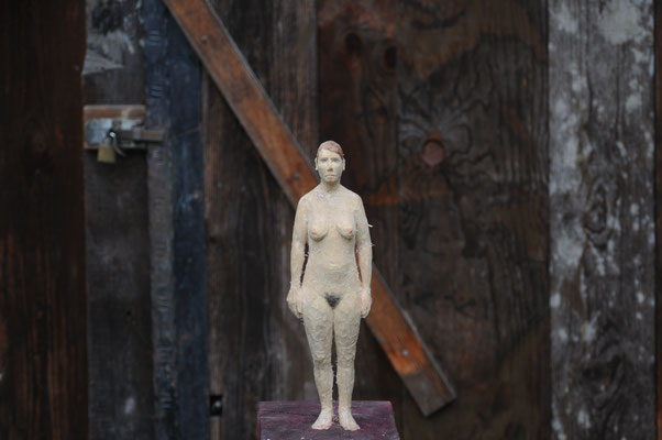 Bärenfrau, Pappelholz, bemalt, 2015 Privatbesitz