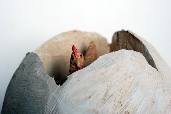 Huhn und Ei, Pappelholz bemalt, 2014 Privatbesitz