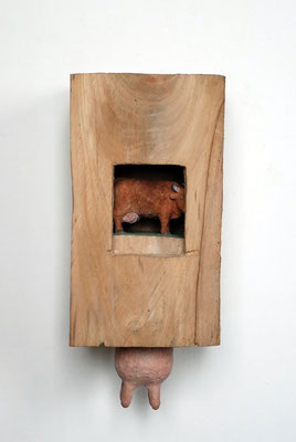 Kiste 13 - Kuh und Euter, Ulmenholz bemalt, 2013 Privatbesitz