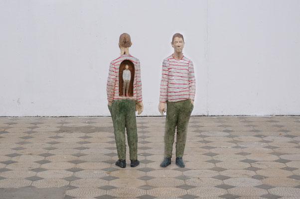 Mann mit Mann im Rücken  I  Pappelholz, bemalt  I  Privatsammlung