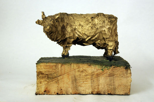 Golden Cow, Pappelholz vergoldet, 2015 Privatbesitz