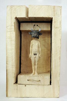 Kiste 37 - Mann mit Stiermaske  I  Pappelholz bemalt  I  Privatbesitz