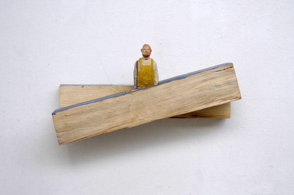 Mann in der Brandung  I  Pappelholz bemalt, Sojabohnen, Papier  I  Privatbesitz