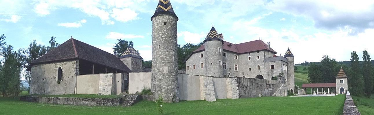 Le château de Pelly restauré par A et G. Bartoli  (Photo Jl Sartre 2016)