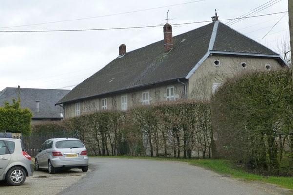 L'imposante maison des Plagnes (La Biolle) où vivait la soeur du colonel Sophie Michaud et sa famille (Photo Jl Sartre 2015).