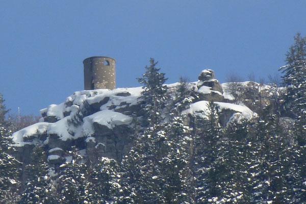 """La tour Bastian sur le Salève, construite vers 1838 par le père du """"papa Bastian"""" au milieu de ses propriétés du petit-Pomier et de la Thuile. (Photo Jl Sartre 2015.)"""