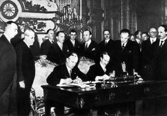 Подписание франко-германского соглашения о ненападении. Париж. Декабрь 1938 г.