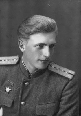 Руководитель авторского коллектива Ю.Н. Абаимов. Болгария, октябрь 1944 г.