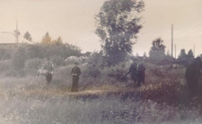 Место, где находился барак с военнопленными (показано А.О. Веедлером в ходе следствия), Моглино, Псков, Россия, 1967 г.