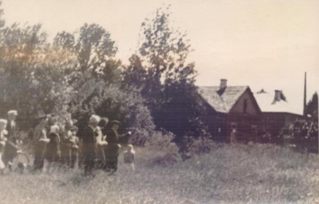 Место женского барака и расстрела  (показано Э.М. Торном в ходе следствия),  Моглино, Псков, Россия, 1967 г.