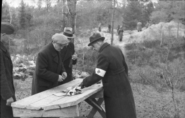 Техническая комиссия Польского Красного Креста в Козьих Горах в 1943 г.  - Technical commission of the Polish Red Cross in the Goat Hills in 1943