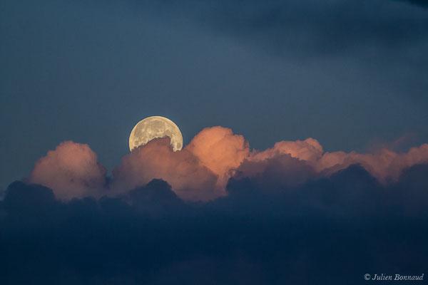 Levé de soleil sur la lune (Azereix (64), France, le 08/05/2020)