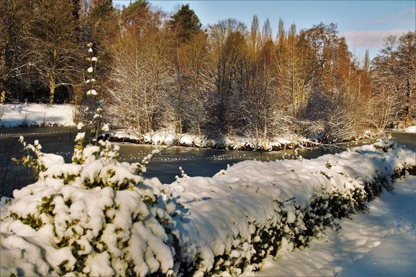 Schneedekoration in Bramfeld - Foto: Lothar Boje