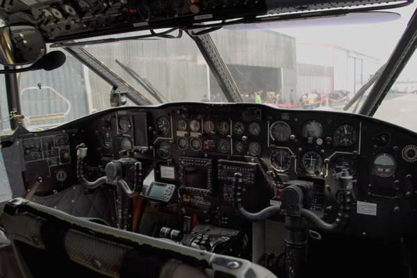 Cockpit einer Shorts SC.7 SkyVan 4M-400 © Andreas U.