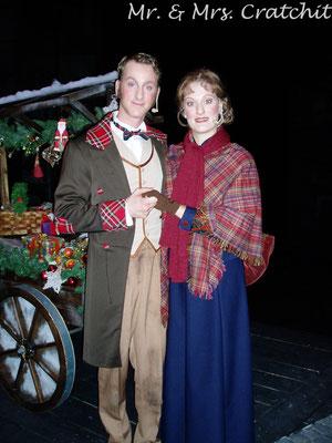 Daniel Papst als Mr. Cratchit und Jessica Fendler als Mrs. Cratchit