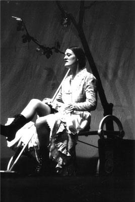 Jessica Fendler als Tante Ella