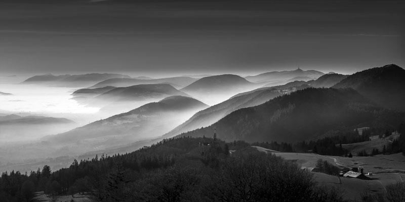 Jurahöhen mit Weissenstein und Chasseral in der Ferne.