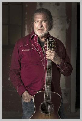 Country Singer with Guitar. Auf Archival-Fine-Art-Papier. Gerahmt in Museumsqualität. Preis auf Anfrage.