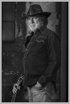 Country Singer. Archival Fine Art Print. Gerahmt.